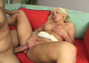 Leslie Foxx rides her person and gets per pink poon dripping wet