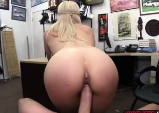 Hot beauteous chick gets her pussy fucked