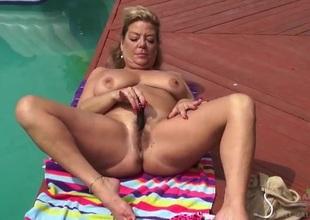 Poolside masturbates give thick senior Irish colleen Karen Summer