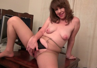 American milf Tracy works their way nyloned cum-hole