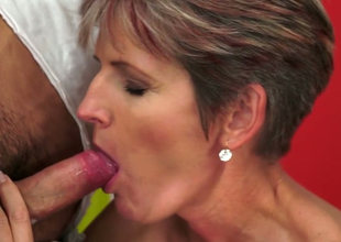 Slutty cougar Lannie gives freak and then fucks missionary style