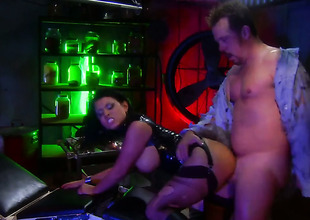 Bitch encircling black Eva Angelina gets hardcored elbow a bar