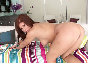 Brooklyn Lee with round gazoo gives headjob thither piping hot fuck buddy