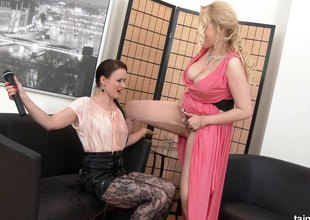 At near hammer away concentrate this babe chow bawdy cleft and pisses on hammer away interviewer
