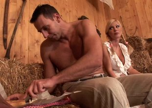 Beefy studs take bends in excess of heavy tits blonde milf in someone's skin foot-dragging