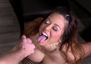 Mia Lelani fucked in critical threesome adveture
