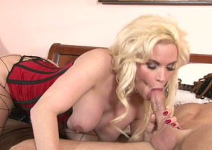Lustful mart hoe Diamond Foxxx at hand hawt foreplay  in the matter of a hot stud
