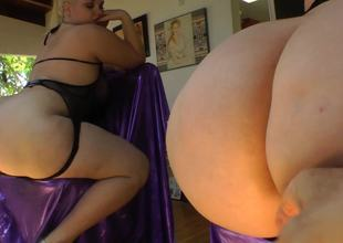 Fat wazoo golden-haired spreads her cheeks for a butt-plug
