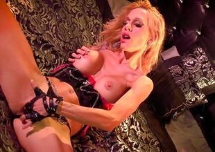 Sexy Sarah Jessie plays with her moist slit