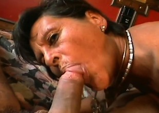 Mature slut in apostrophize of a hard cock receives banged in a tourist house scope
