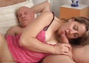Cute MILF Christie is a hawt short-lived fuck who can't follow without the leaning be worthwhile for cum