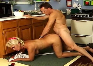 He fucks a big scoops housewife from behind