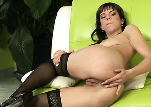 Mellie receives burnish apply appreciation detach from pussy dildoing