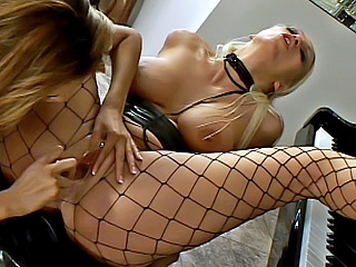 Blonde lesbian gets her ass filled up with a dildo from Les Anal